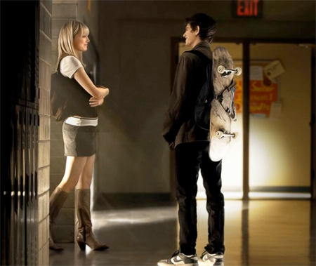 Gwen Stacy and Peter Parker at school, talking. Still from The Amazing Spider-Man.